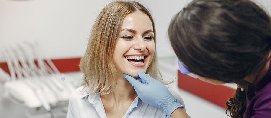 Vad göra när permanenta tänder har skadats?